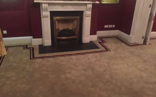 Hand tufted carpet with tolka border